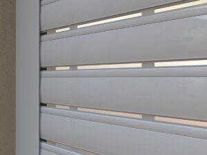 תריס חשמלי (תריסי אור) בצבע לבן